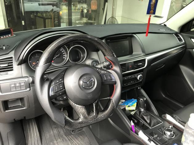 2015~2016年款式 CARBON 方向盤 2